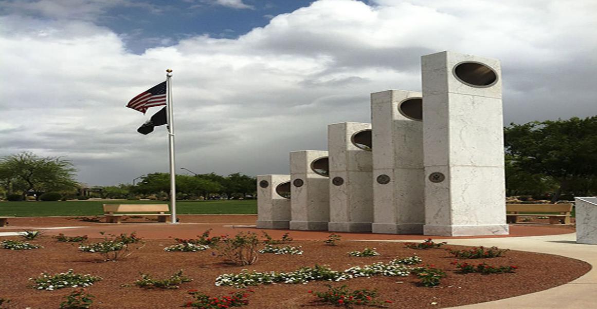 În fiecare an la oră 11:11 dimineaţa, acest monument se transformă complet în semn de apreciere pentru veteranii de război.