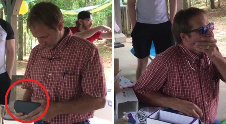 Nu a văzut culorile niciodată, reacţia lui când realizează ce cadou a primit din partea prietenilor este emoţionantă.