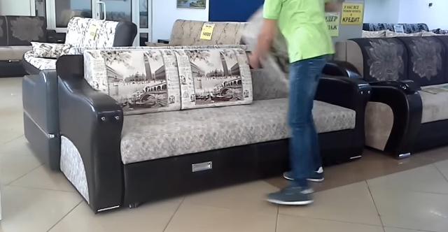 Această piesă de mobilier poate fi soluţia pentru apartamentele cu camere de suprafeţe mici. Priviţi cât de multe lucruri se pot face cu ea!