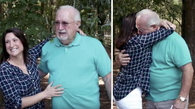 Bunicul nu avea nici cea mai mică idee că fiica lui îi va face o surpriză pe care nu o va uita niciodată. Reacţia lui este adorabilă!